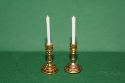 2 Kerzenständer mit Kerzen, 1:12