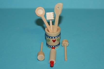 Holzkübel mit 6 Küchenhelfern, 1:12