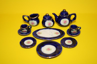 Teeservice blau, m. Blumenmuster, für 2 Personen, 13-tlg., 1:12