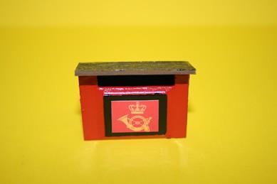 Briefkasten rot, mit Posthorn, Holz lackiert