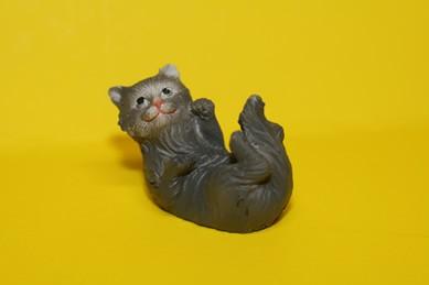 Katze - auf dem Rücken liegend, Keramik, grau