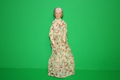 "Porzellan-Biegepuppe ""Oma"", langes geblümtes Kleid"