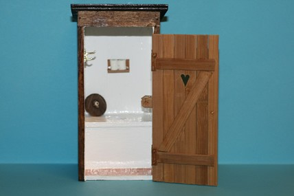 Toilettenhaus mit Herz, incl. Innenausstattung, natur