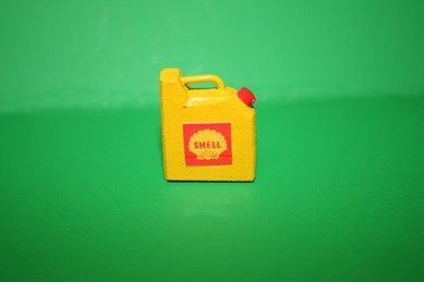 """Benzin-Kanister """"Shell"""", gelb lackiert, Holz"""