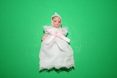 Porzellan-Biegepuppe, Baby im Taufkleid