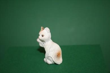Katze weiß, sitzend, Resin