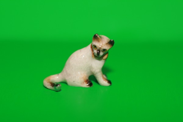 Miniatur Katze sitzend Kopf seitl. 1:12