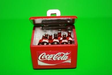 Cola-Kühlbox mit 7 Flaschen, Holz lackiert, rot