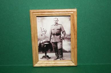 """Bild """"Soldat 2"""", heller Holzrahmen"""