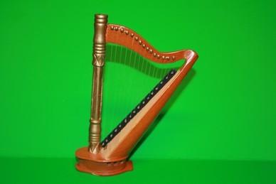 Harfe, Holz lackiert
