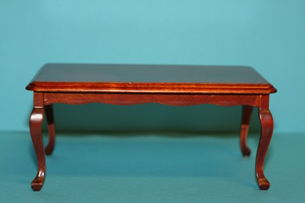 Tisch viereckig, geschwungene Tischbeine, Mahagoni, 1:12
