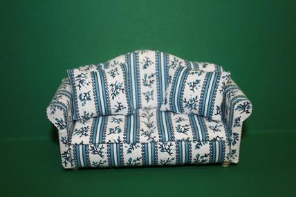 Sofa natur/blau geblümt, mit 2 Kissen