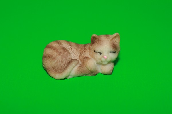 Miniatur Katze schlafend Kopf rechts 1:12