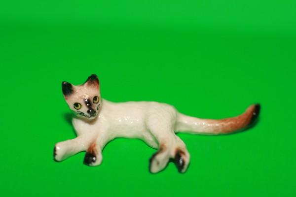 Miniatur Katze seitlich liegend 1:12