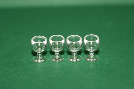 Weingläser - 4 Stück, Kunststoff, 1:12