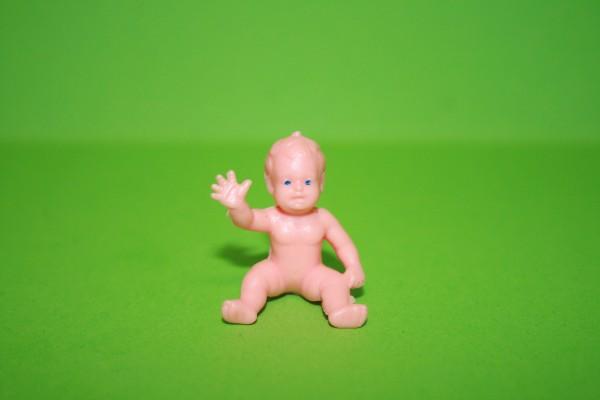 Baby nackt, Kunststoff