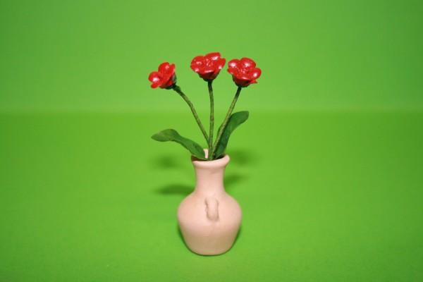 Blumen in Terracotta Vase