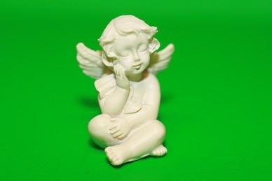 Engel, Hand am Knie, Polyresin