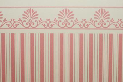 Streifentapete beige/rosa, mit Bortenabschluss