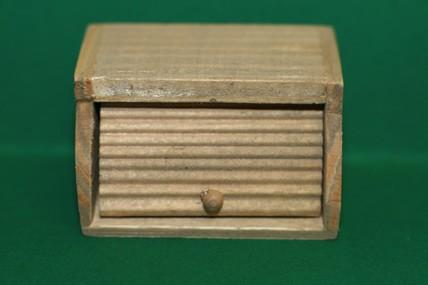 Brotkasten, Holz, 1:12
