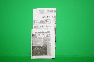Zeitungen, diverse Größen, 1:12