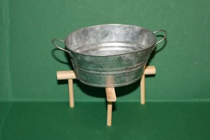 Wasch-Zuber oval, Zink-Blech, auf Holzständer