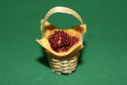 Kleiner Korb mit Beeren, 1:12