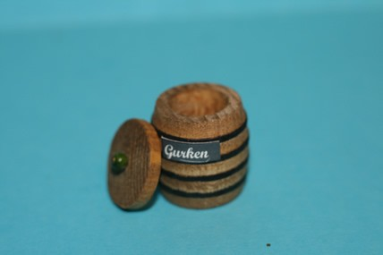 Gurkenfass mit Deckel, Holz, 1:12