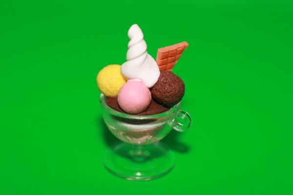 Miniatur Eisbecher Erdbeer