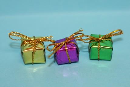 Päckchen - 3 Stück, gold, grün und lila, 1:12