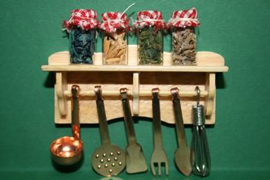 Regal mit Küchenhelfern und 4 Gewürzgläsern, Holz hell