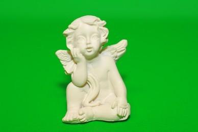 Engel, Hand an der Wange, Polyresin