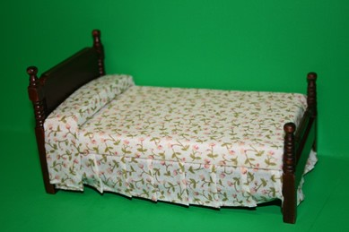 Bett, Mahagoni, Auflage hell mit Blümchen