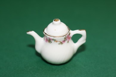 Kaffeekanne weiß/rosa Blumen mit Goldrand, Porzellan