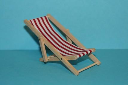Liegestuhl, Holz/Stoff, rot-weiß, 1:12
