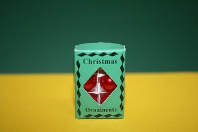 Christbaumkugeln jetzt grün, in grüner Schachtel
