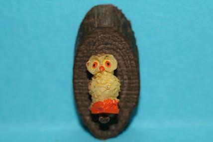Eule auf Holzscheibe
