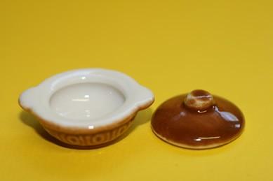 Topf rund, mit Deckel, Keramik