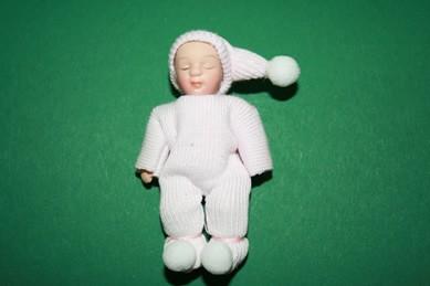 Baby schlafend, Strampler blassrosa, Porzellan, beweglich