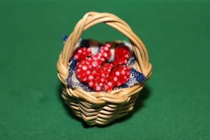 Kleiner Korb mit roten Trauben, 1:12