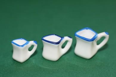 Kännchen weiß, mit blauem Rand, Porzellan - 3 Größen