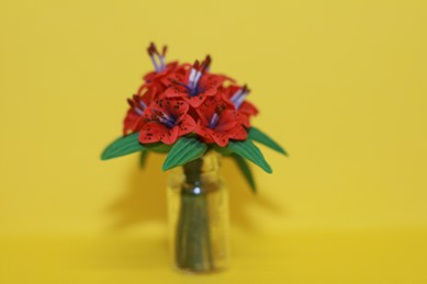 Lilien rot, in Glasvase