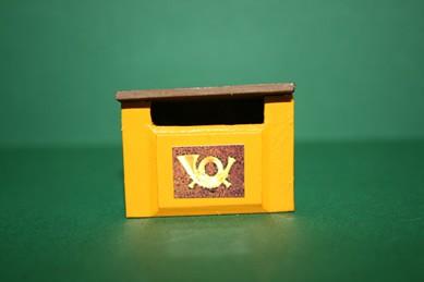 Briefkasten gelb, mit Posthorn, Holz lackiert