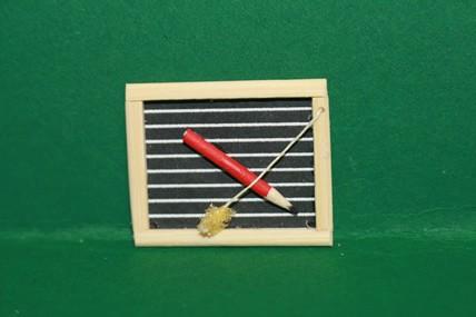 Schultafel für Schulbank mit Stift und Schwämmchen, 1:12
