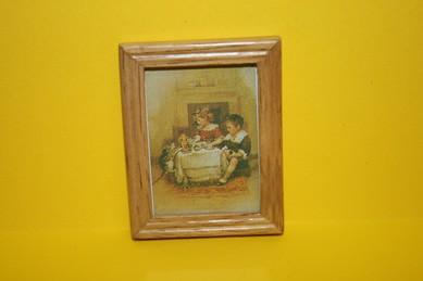 """Bild """"Kinder am Tisch - mit Katze"""", heller Holzrahmen"""
