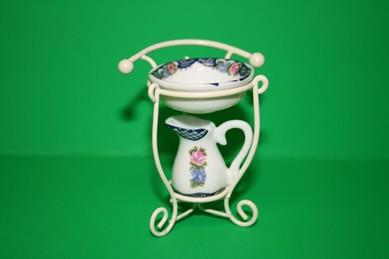 Metallständer mit Porzellan-Schüssel und Krug, weiß/rosa/blau