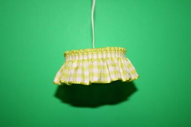 Hängelampe mit Rüschenstoff, grün/weiß, 12 Volt