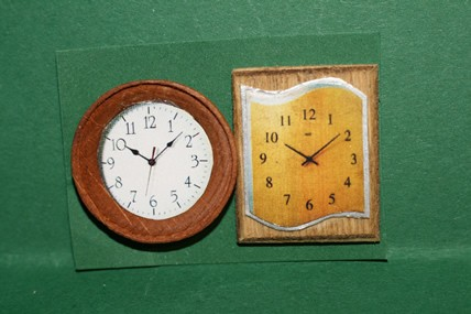 Wanduhren rund und eckig - 2 Stück, Holz, 1:12