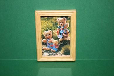 """Bild """"Teddys am Wasser"""", heller Holzrahmen"""