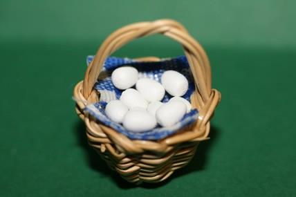 Korb mit Eiern, 1:12